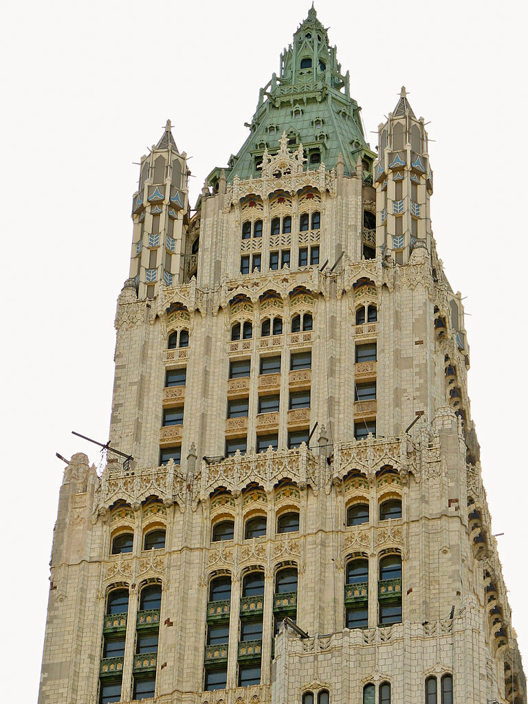 768px-New_York_City_Woolworth_Building_02